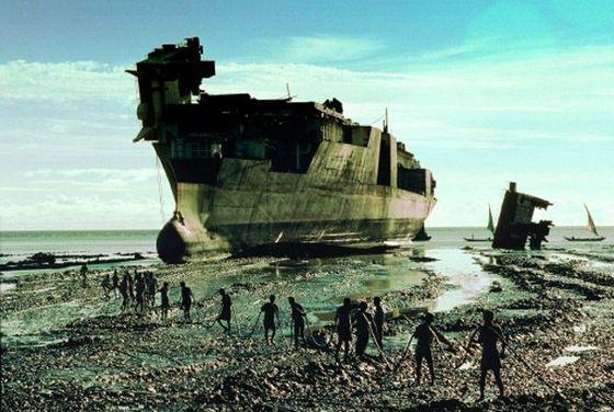 Кладбище кораблей Читтагонг выглядит немного жутко