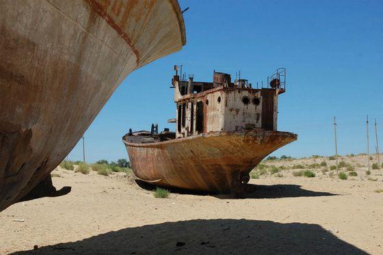 Дно Аральского моря тоже стало кладбищем кораблей