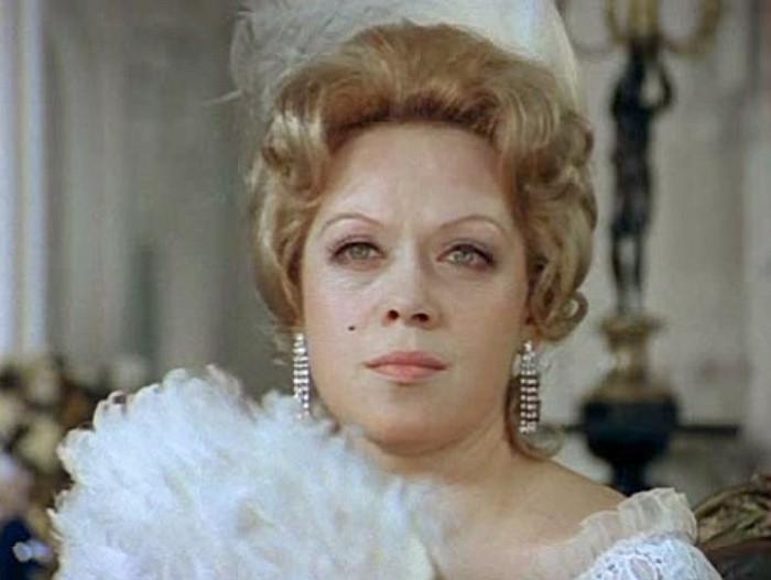 Алиса Фрейндлих в фильме *Соломенная шляпка*, 1975