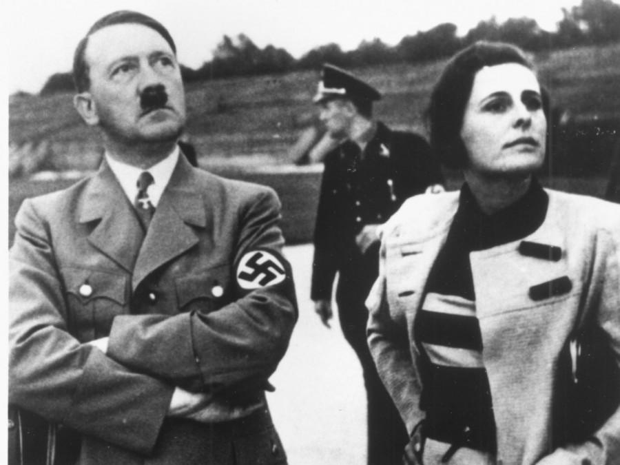 Лени Рифеншталь и Адольф Гитлер на съемках фильма «Триумф воли»