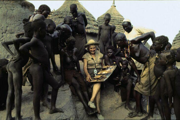 Лени Рифеншталь с жителями племени Нуба