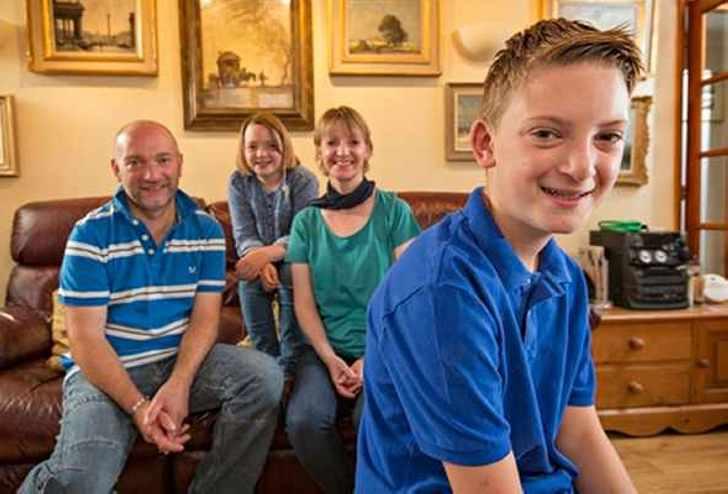 13-летний британский художник стал миллионером и купил дом