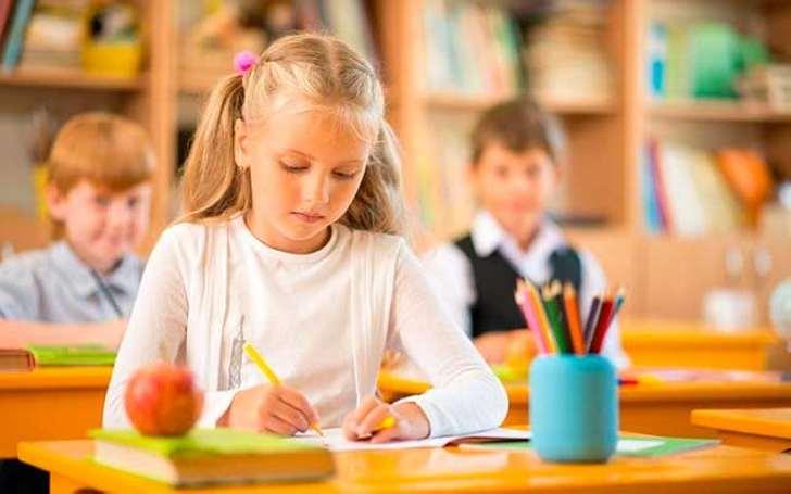 Учительница дала задание представить свою домашнюю работу в классе. Она не могла ожидать такого ответа!