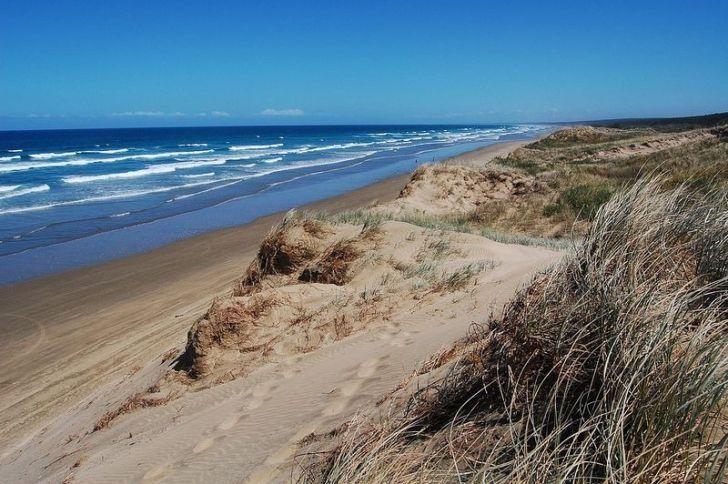 151 км пляжа!