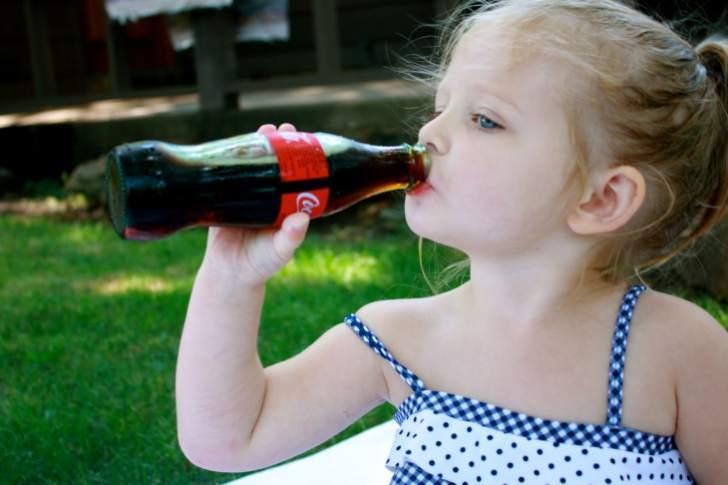 Вредна ли детям Кока-кола? Ответ доктора Комаровского вас удивит!
