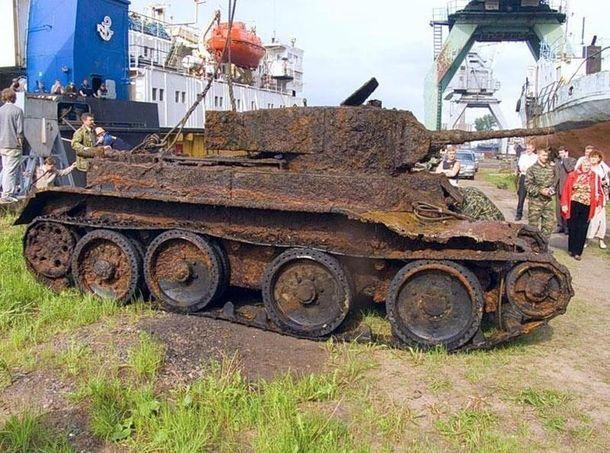 Спустя четверть века после войны в глухом лесу был найден вросший в землю танк с хорошо заметным тактическим номером 12…
