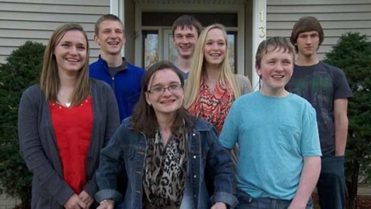 Первые в мире семерняшки отпраздновали свое 18-летие!