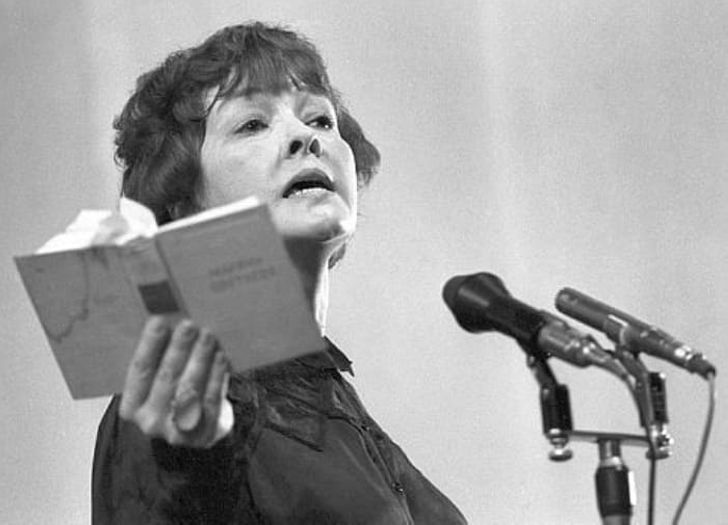 «Чудо по имени Белла»: почему Ахмадулину обвиняли в манерности, а ее стихи – в пошлости