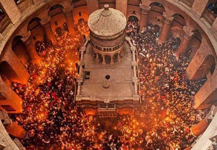 Схождение огня на Гроб Господень в канун Пасхи