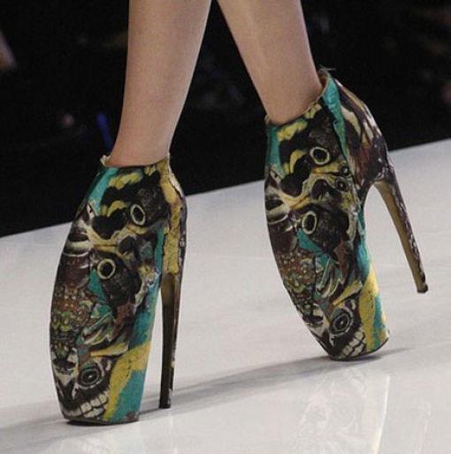 Сумасшедшие и самые неудобные каблуки из мира моды