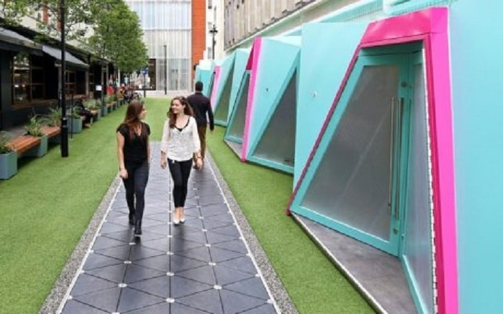 На одной из улиц Лондона установлено покрытие, генерирующее электричество от шагов