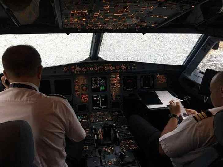 Украинский пилот Александр Акопов - посадил вслепую свой лайнер и спас всех пассажиров