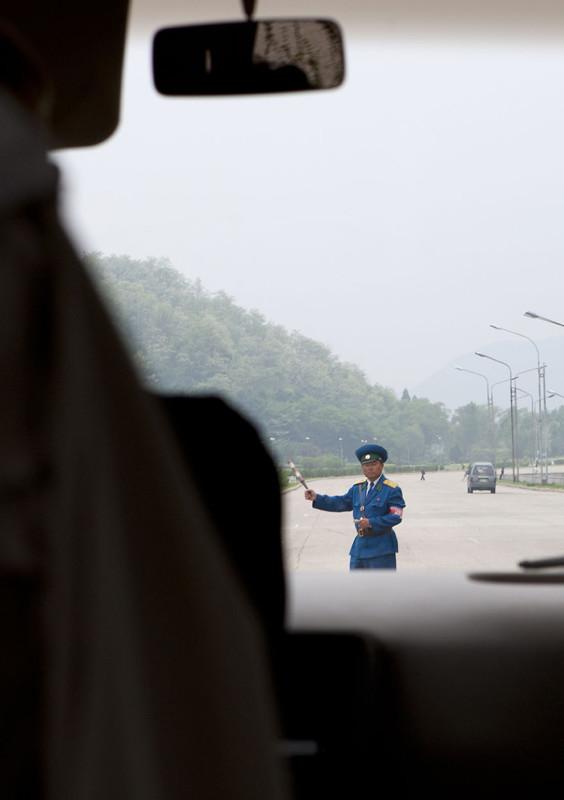 Повседневная жизнь КНДР, заснятая из окна автомобиля