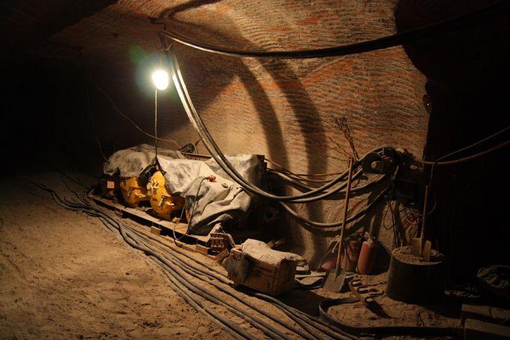 Древние рукотворные пещеры найдены под толщей воды деревенского озера