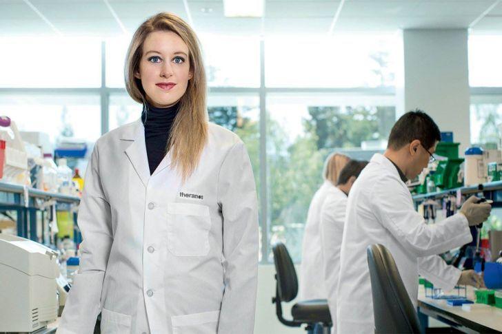 В 31 год Элизабет Холмс совершила прорыв в медицине и стала самой молодой женщиной миллиардером