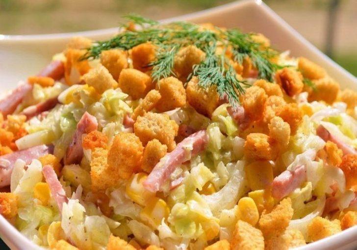 Свежий салатик с сухариками