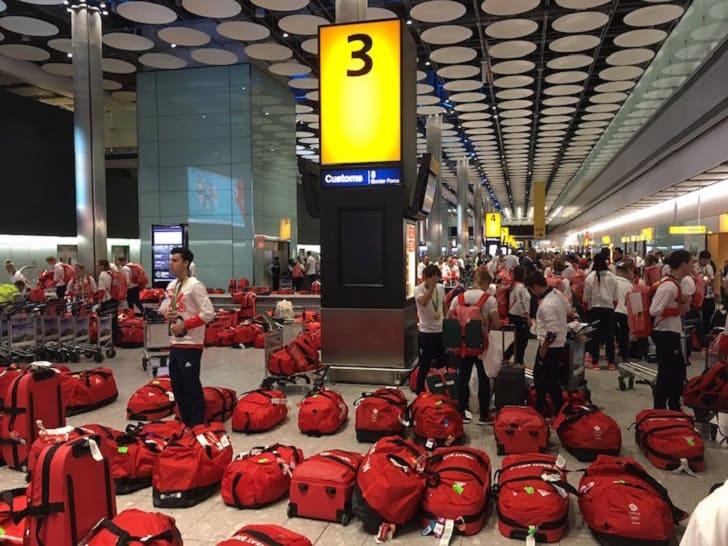 Как участники олимпийской сборной Великобритании потеряли в аэропорту свой багаж