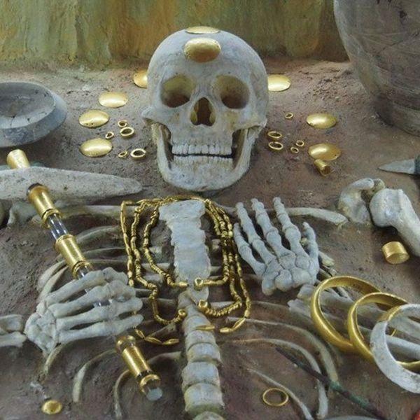 """Самая древняя """"золотая гробница"""" и что в ней"""