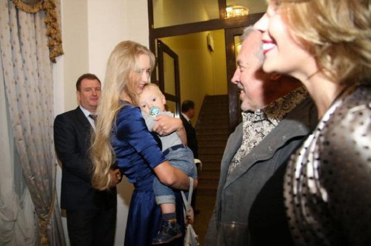 """""""Красавица и чудовище!"""" Александр Градский впервые появился со своей четвертой избранницей и показал сына"""