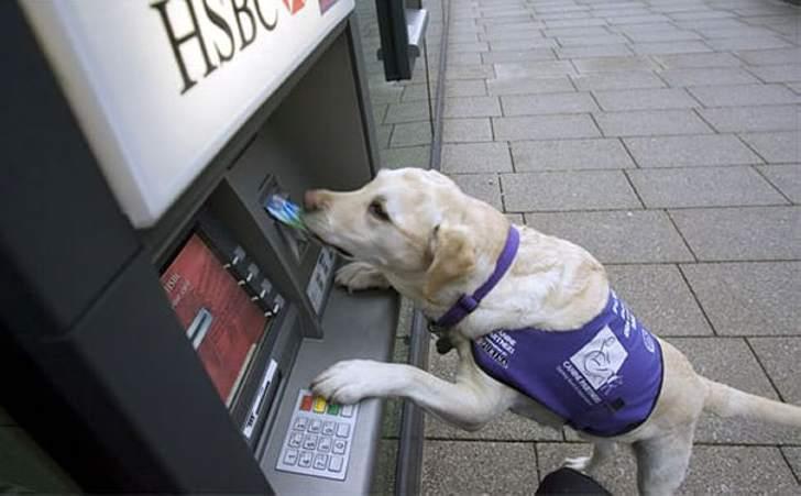 Как обезопасить себя при снятии денег в банкомате